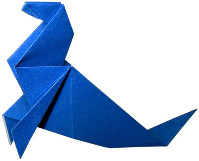 """Яп. 折 り 紙, букв.:  """"сложенная бумага """" древнее искусство складывания фигурок из бумаги."""